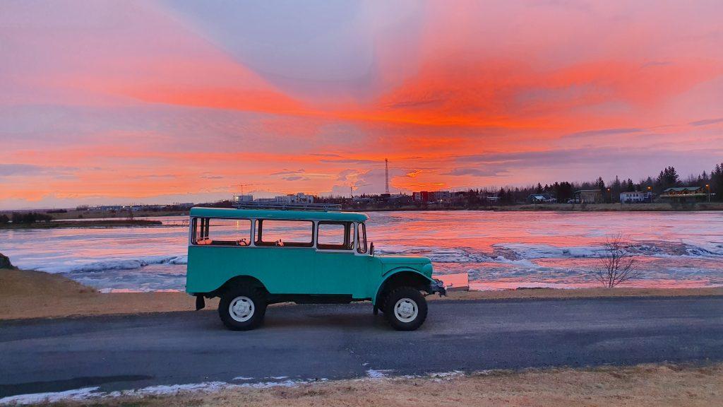 Dodge Weapon árgerð 1953 enduruppgerður 5. febrúar 2021